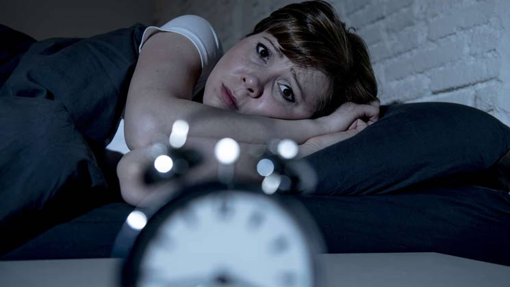 کمبود چه ویتامینی باعث بی خوابی میشود؟