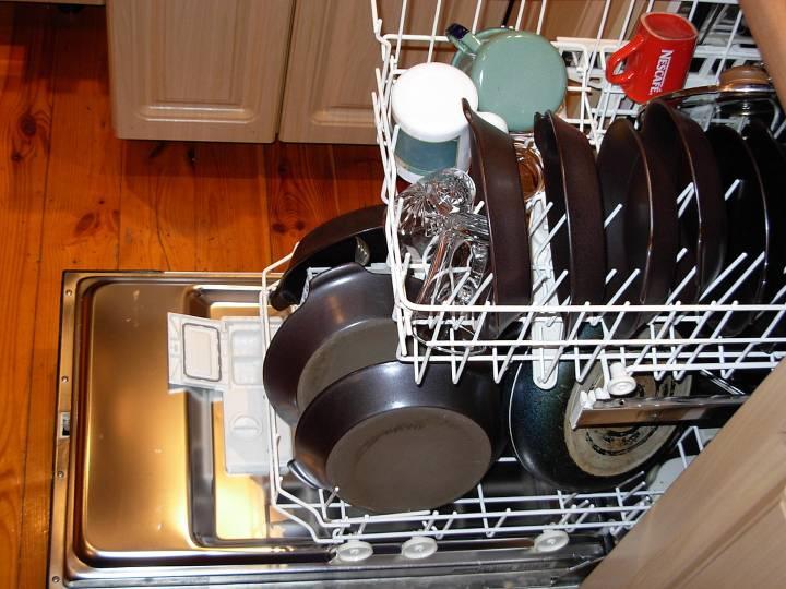 ماشین ظرفشویی را بیش از حد پر نکنید - تمیز کردن آشپزخانه