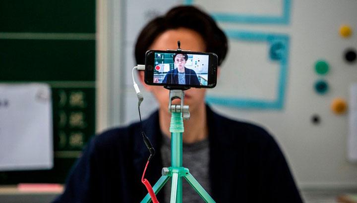 در تدریس آنلاین بجای پخش زنده از ضبط فیلم استفاده کنید
