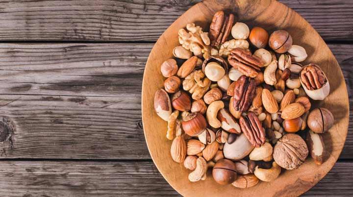 مغزها یکی از ۸ خوراکی سالم و مغذی برای زمان فیلم دیدن و دورهمیها است.