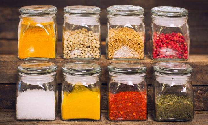 مرتب کردن سبزیجات خشک و ادویه ها - تمیز کردن آشپزخانه
