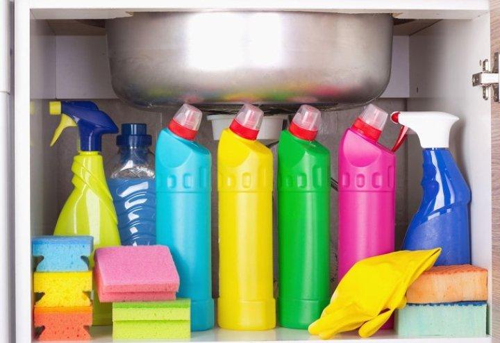 مرتب کردن چیزهایی که زیر سینک گذاشته اید - تمیز کردن آشپزخانه