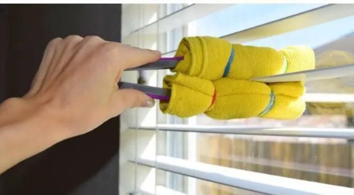 تمیز کردن پرده کرکره با انبر - تمیز کردن آشپزخانه