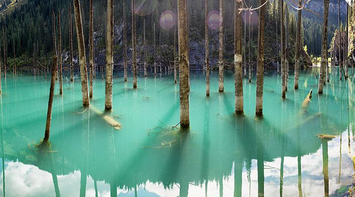 دریاچه کیندی قزاقستان - عجیبترین جاذبههای طبیعی دنیا