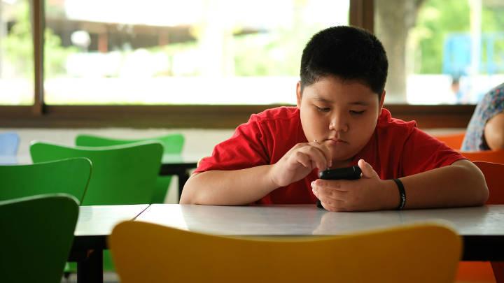 آسیب های فضای مجازی برای کودکان - تهدید سلامت جسمانی