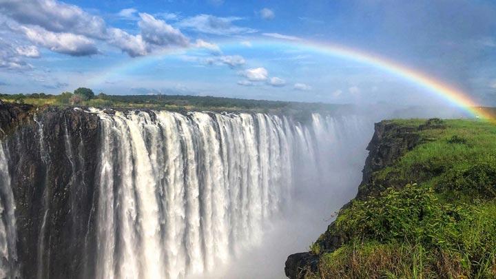 آبشار ویکتوریا از جاذبه های گردشگری قاره آفریقا