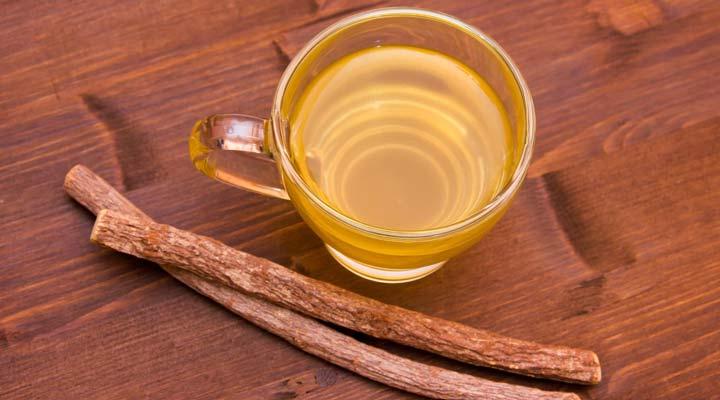 ۱۲ دمنوش برای سرماخوردگی - دمنوش شیرین بیان در مبارزه با سرماخوردگی و آنفولانزا موثر است.