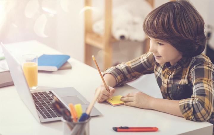 مجازی شدن مدارس باعث خوشحالتر شدن دانشآموزان شده است.