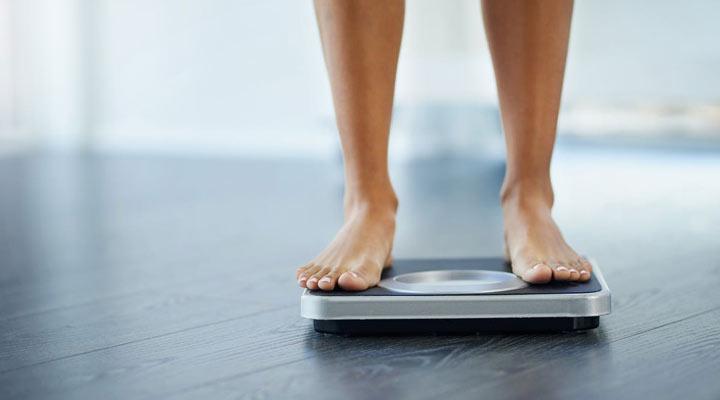 علائم اولیه سرطان معده - کاهش وزن بدون دلیل از اصلی ترین علائم سرطان معده است.