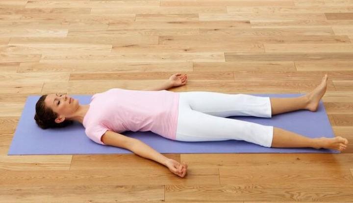 یوگا قبل از خواب - حرکت جسد یا شاوآسانا
