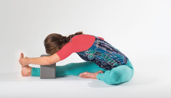 یوگا قبل از خواب - حرکت سر به زانو یا جانوشیرش آسانا