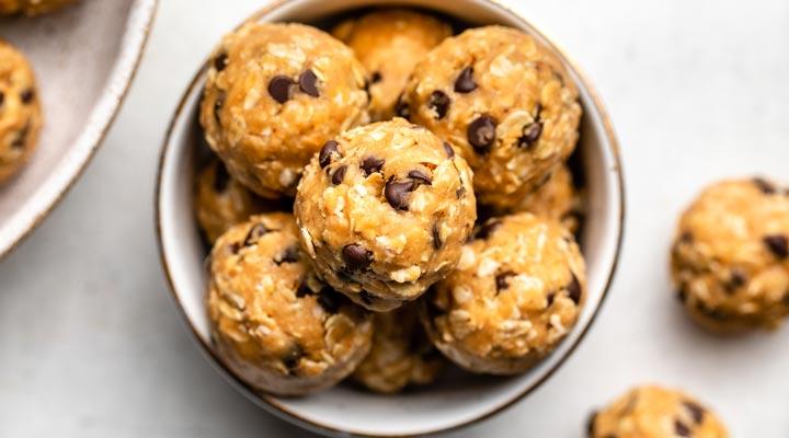 صبحانه رژیمی - شیرینی توپی کره بادام زمینی یک صبحانه رژیمی و سالم محسوب میشود.