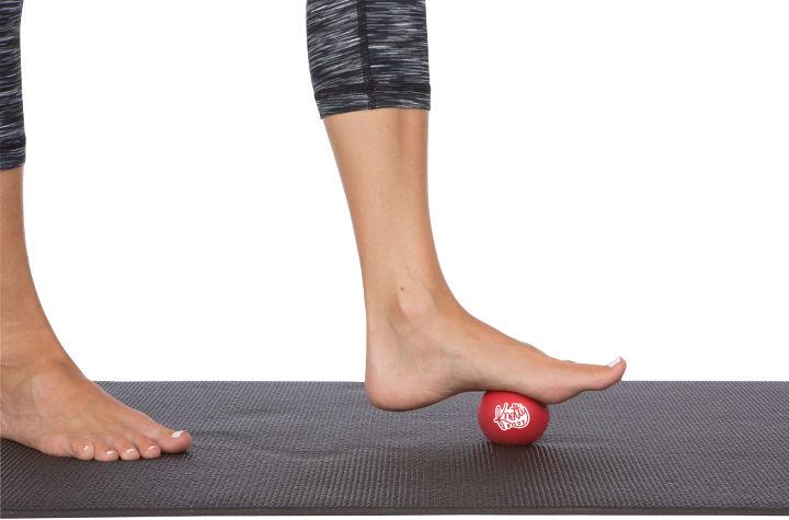 چرخاندن توپ گلف، از حرکات اصلاحی کف پای صاف