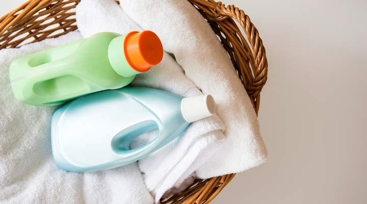 استفاده از نرمکننده لباس از روشهای تمیز کردن قابلمه سوخته است.
