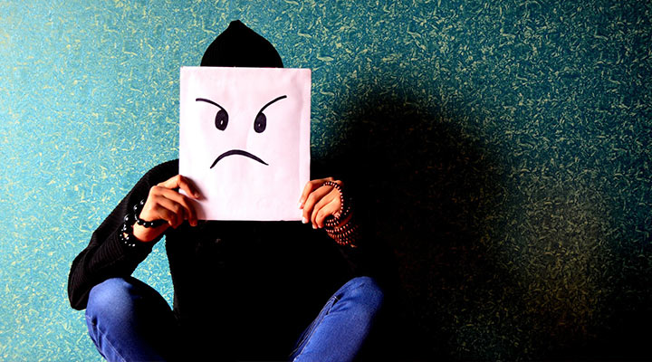 چگونه جذاب باشیم؟ این رفتارها و عادتها را ترک کنید