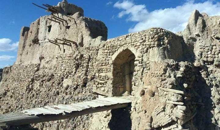 قلعه های ایران - قلعه ایزدخواست