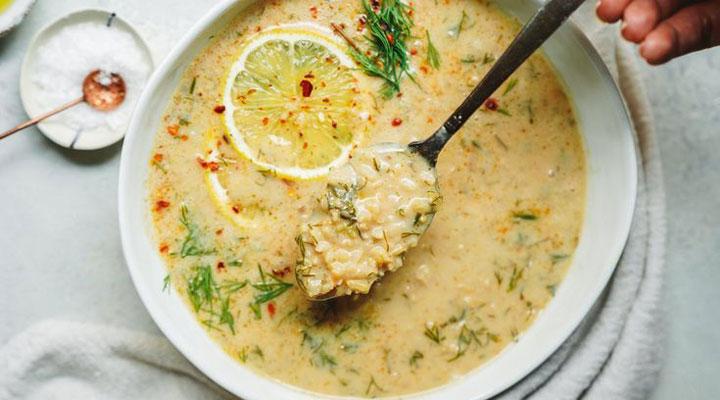 غذا برای افطاری - از غذاهای مناسب ماه رمضان میتوان به سوپ برنج و لیموترش اشاره کرد.