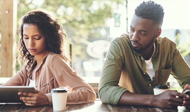 خیانت عاطفی - رابطه پیامکی