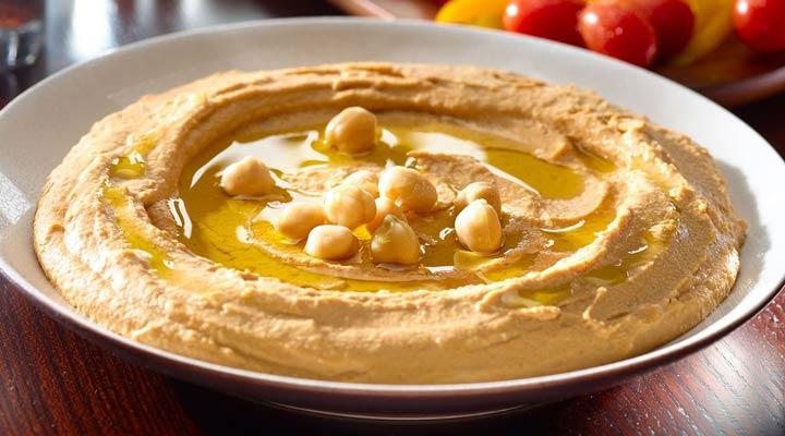 غذا برای افطاری یا سحر - از غذاهای مناسب ماه رمضان میتوان به حمص اشاره کرد.