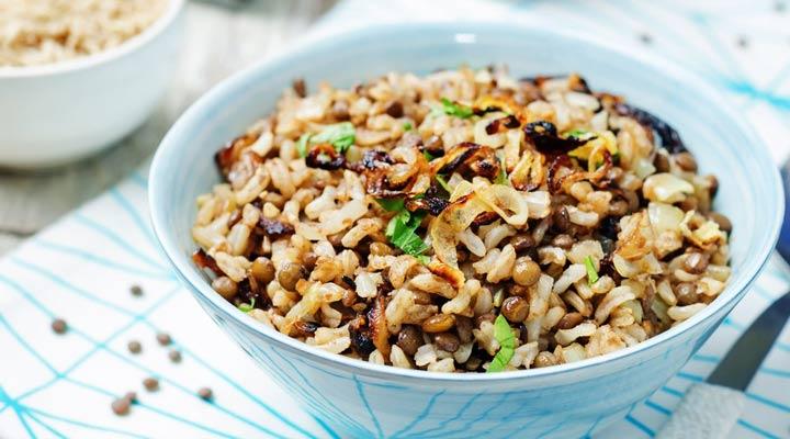 از غذاهای مناسب ماه رمضان میتوان به مجدره لبنانی اشاره کرد - غذای برای افطاری