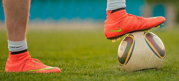 انواع کفش ورزشی فوتبال