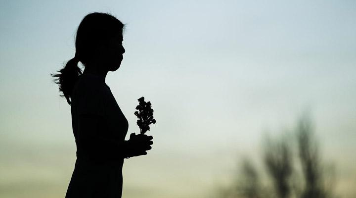 چه زمانی به روانشناس مراجعه کنیم؟ - گاهی فرد برای خروج از غم و سوگواری به رواندرمانی نیاز دارد.