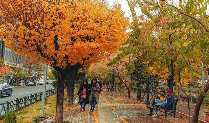تهران گردی در بلوار کشاورز