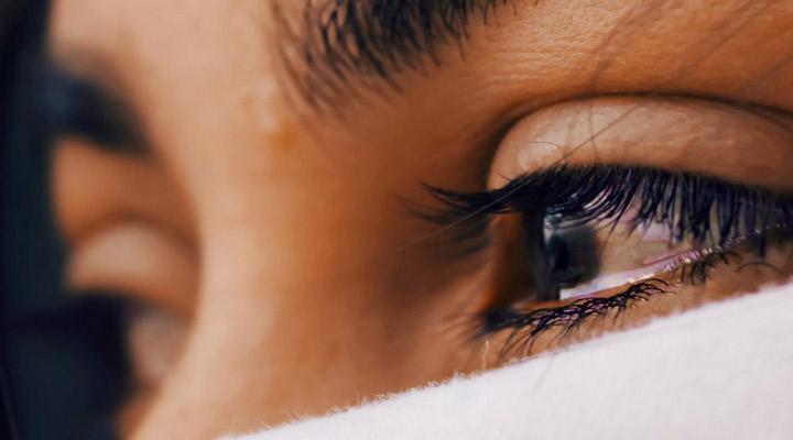چه زمانی به روانشناس مراجعه کنیم؟ -ضربههای روحی حلنشده میتواند از نشانههای مشکلات روان باشد.
