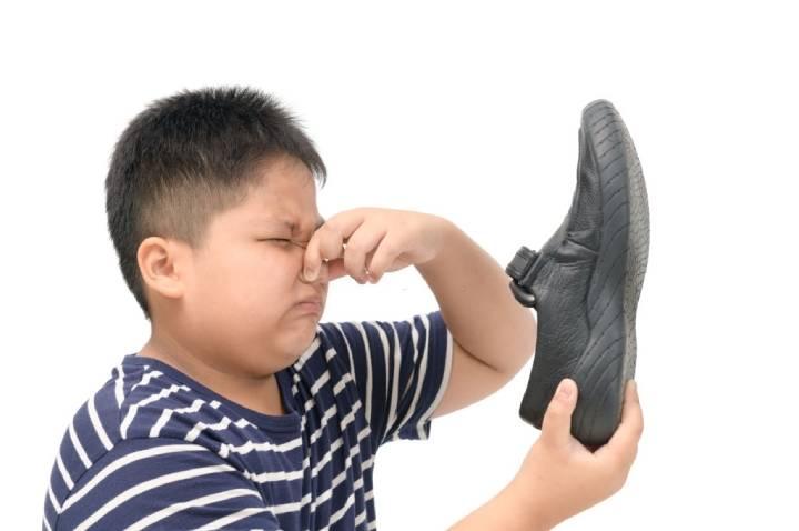کاربرد ورق خشک کن در رفع بوی بد کفش