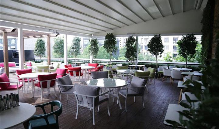 رستوران و کافه روف گاردن کاپیتان لانژ - کافه روباز در تهران