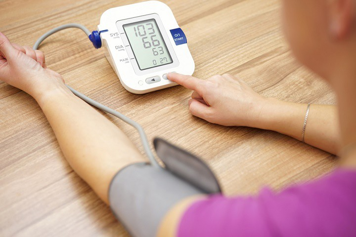 اندازه گیری فشار خون با فشارسنج اتوماتیک