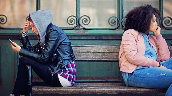 دو دوست در حالت قهر