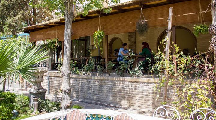 کافه روباز موزه مقدم - کافه روباز در تهران