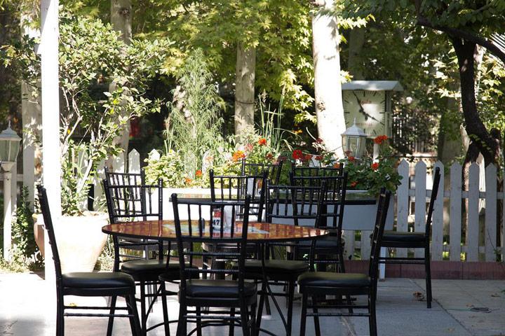 کافه روباز ریبار زعفرانیه - کافه روباز در تهران