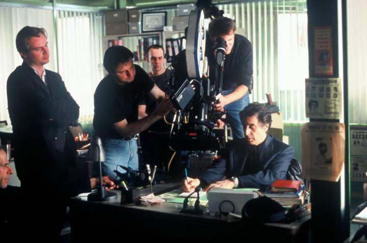 آل پاچینو و نولان در فیلم بیخوابی، یکی از فیلم های کریستوفر نولان