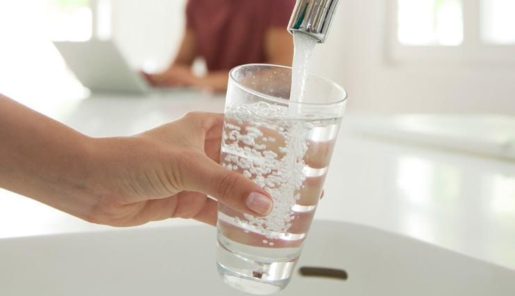 علت صدای شکم - نوشیدن آب یک روش درمان است
