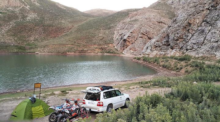 دریاچه لزور از مقاصد کمپینگ اطراف تهران