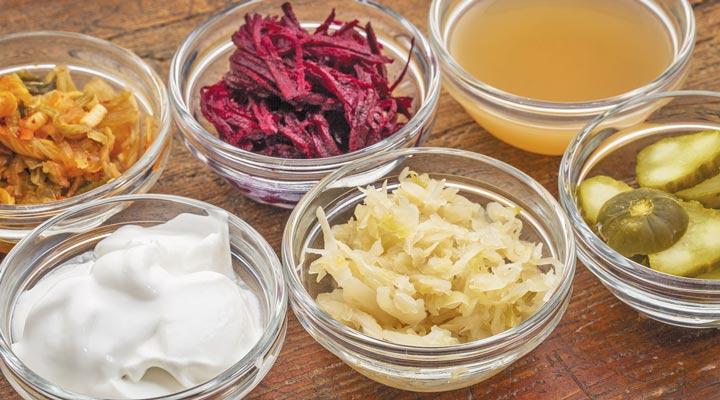 غذاهای تخمیری؛ از فواید تا طرز تهیه آنها - زاواکراوت، کواس و کیمچی از غذاهای تخمیری هستند.