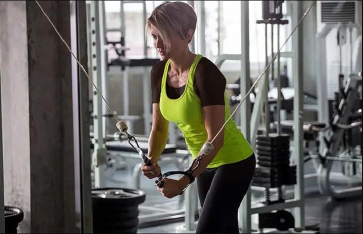 ورزش برای خوش فرم شدن سینه - حرکت سیم کش کراس اور