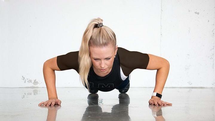 ورزش برای خوش فرم شدن سینه - حرکت شنا