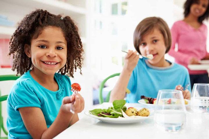 آداب غذا خوردن برای کودکان